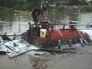 Tin tức trong ngày - Cà Mau: Ghe chở 20.000 lít dầu phát nổ trên sông