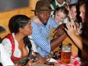 """Thể thao - Usain Bolt lại """"ngập"""" trong bia & người đẹp ở Đức"""