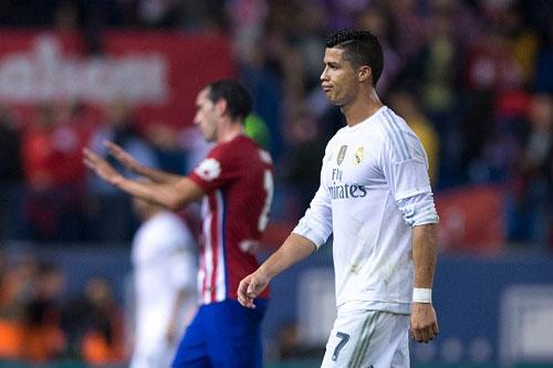 "Ronaldo ""tắt điện"" trước Atletico: Lỗi của Benitez - 3"