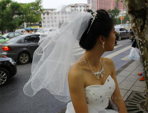 Tắc đường, cô dâu không thể đến dự lễ cưới của mình - 3