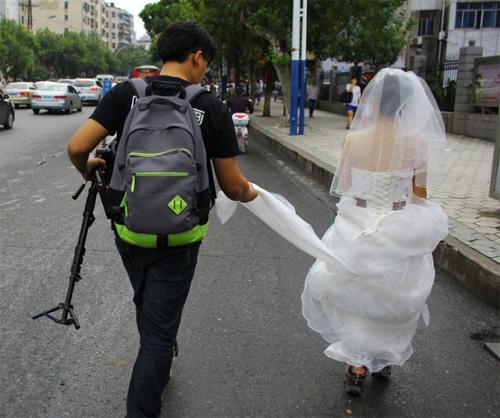 Tắc đường, cô dâu không thể đến dự lễ cưới của mình - 4