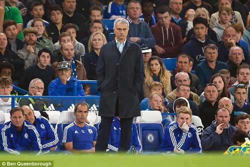 Chelsea biến mất trên Iphone 6+, Mourinho lạc lối - 2