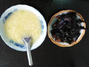 Gà ác nấu cháo đậu xanh nóng hổi cho ngày se lạnh