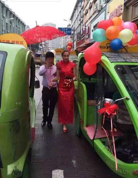 Đám cưới lạ mắt rước dâu bằng dàn xe môi trường - 1