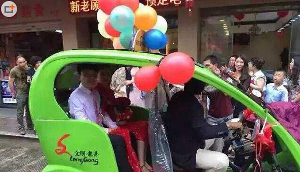 Đám cưới lạ mắt rước dâu bằng dàn xe môi trường - 2