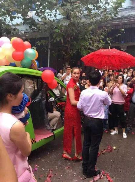 Đám cưới lạ mắt rước dâu bằng dàn xe môi trường - 4