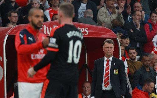 Biến ở MU: Van Gaal trốn trách nhiệm, cầu thủ giận dữ - 1
