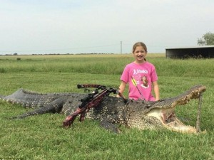 Chuyện lạ - Bé gái 10 tuổi hạ gục cá sấu khổng lồ