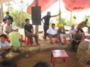 """Video An ninh - Quảng Nam: Đánh sập trường gà """"khủng"""", bắt 18 con bạc"""