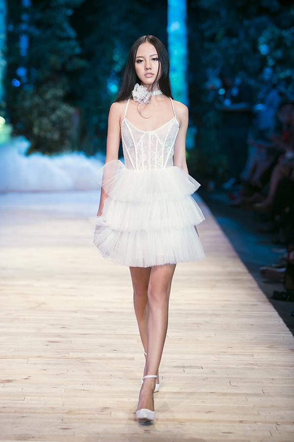 """Bật mí về nàng mẫu """"nấm lùn"""" của Vietnam Fashion Week - 5"""