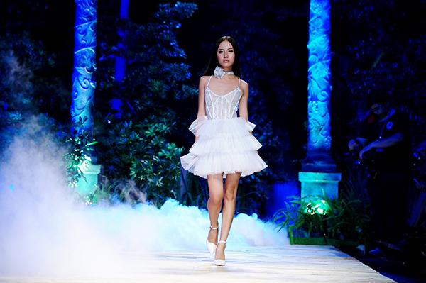 """Bật mí về nàng mẫu """"nấm lùn"""" của Vietnam Fashion Week - 6"""