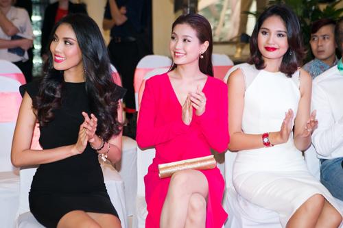 Hoa hậu Hương Giang khen gu thời trang của Diễm Trang - 1