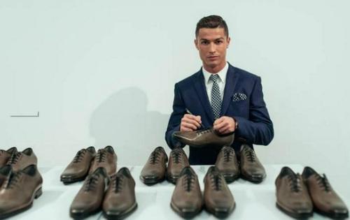 """Ronaldo: """"Thua"""" sân cỏ, """"thắng"""" trên thương trường - 3"""