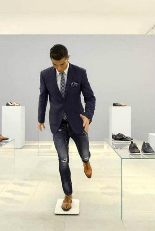 """Ronaldo: """"Thua"""" sân cỏ, """"thắng"""" trên thương trường - 4"""