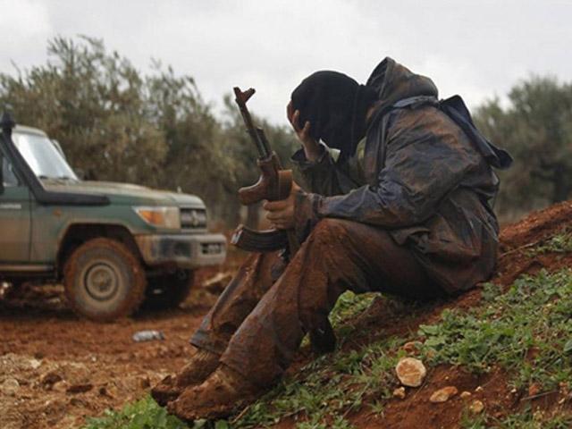 Sợ Nga không kích, hơn 1.000 tên khủng bố Syria đầu hàng - 1