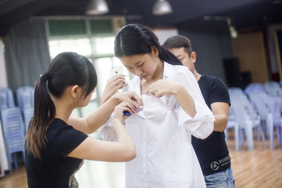Hành trình nữ sinh 9X nâng vòng 1 thi Hoa hậu Ngực đẹp - 3