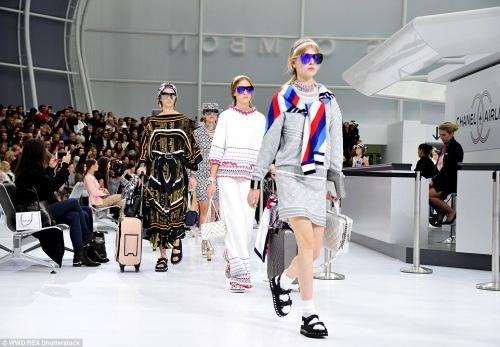 """Chanel """"chơi sang"""" với sân bay to đẹp giữa lòng Paris - 2"""