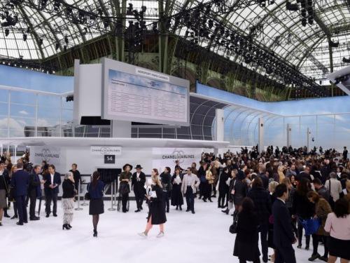"""Chanel """"chơi sang"""" với sân bay to đẹp giữa lòng Paris - 1"""