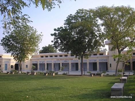 Ấn Độ: Trường đại học chỉ có ba sinh viên, một giảng viên - 1