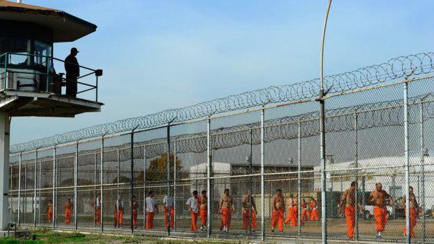 Nhà tù hết chỗ, Mỹ phóng thích 6.000 tù nhân - 1
