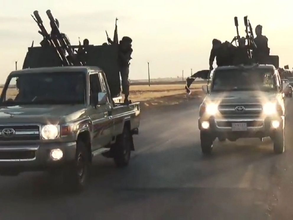 Mỹ truy nguồn gốc dàn xe Toyota của phiến quân IS - 1