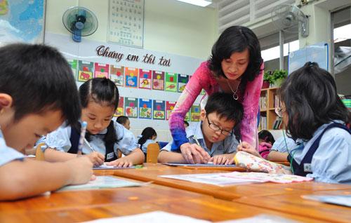 Lương giáo viên tiểu học sẽ được tính theo 3 hạng - 1