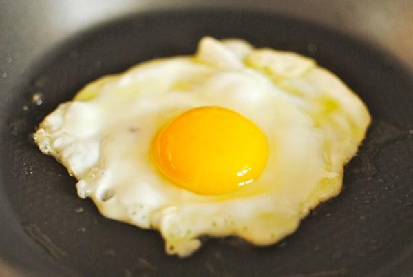 6 loại thực phẩm là 'thuốc độc' khi ăn tái hoặc sống - 2