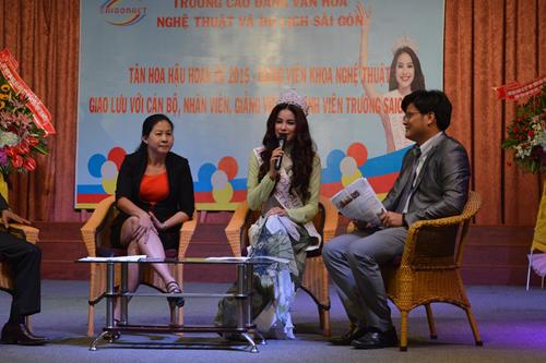 Tân Hoa hậu Hoàn vũ Phạm Hương giao lưu cùng sinh viên - 8
