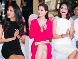 Thời trang - Hoa hậu Hương Giang khen gu thời trang của Diễm Trang