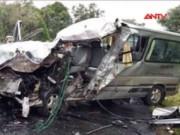 Video An ninh - Xe du lịch Việt Nam gặp nạn tại Lào, 8 người thương vong