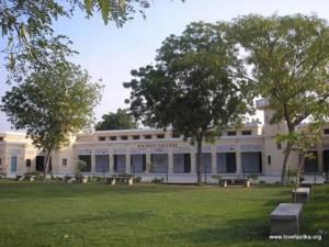 Ấn Độ: Trường đại học chỉ có ba sinh viên, một giảng viên