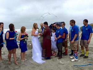 Cặp đôi làm đám cưới giữa cơn bão Joaquin
