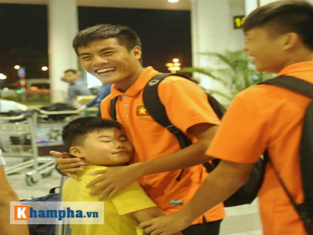 U19 Việt Nam cười hết cỡ ngày trở về