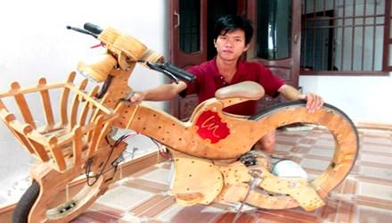 Chàng trai 9x chế xe đạp điện không săm từ ván ép, đồ cũ - 1