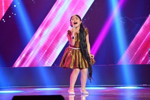 Điều ít biết về cô bé có lưỡi dài nhất Giọng hát Việt nhí 2015 - 1