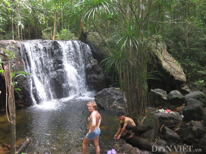 Xuyên rừng khám phá suối Tranh Phú Quốc đẹp như mơ - 2