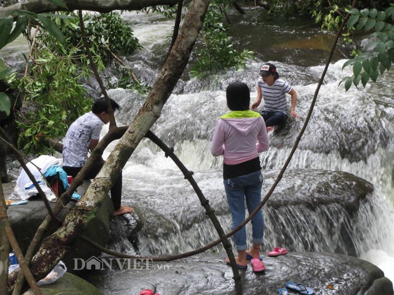 Xuyên rừng khám phá suối Tranh Phú Quốc đẹp như mơ - 3