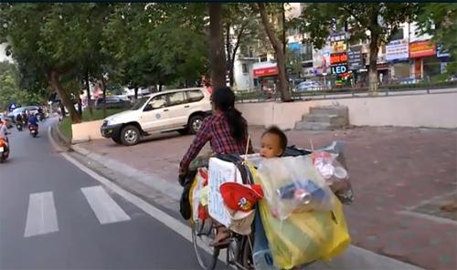 Xót xa bữa cơm hiếm hoi của hai mẹ con đồng nát - 3