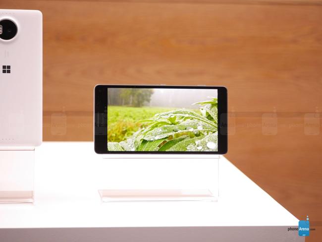 Lumia 950 XL, thiết bị được chờ đợi sẽ thay thế xứng đáng cho  tiền bối  Lumia 1520 ra mắt cách đây 2 năm đồng thời khôi phục lại công nghệ PureView trứ danh trên camera của hãng.