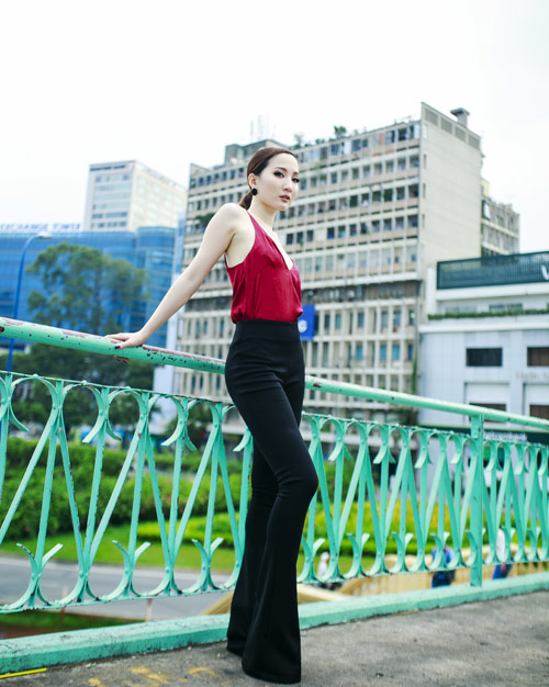 Hot girl Thảo Goby khoe lưng trần nõn nà - 2
