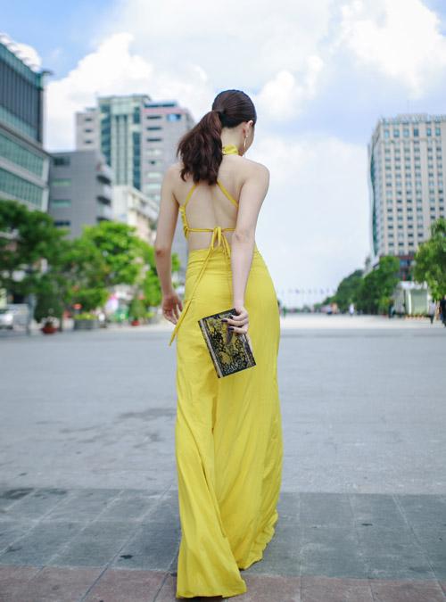 Hot girl Thảo Goby khoe lưng trần nõn nà - 3
