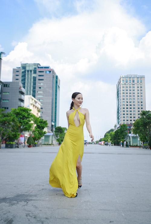 Hot girl Thảo Goby khoe lưng trần nõn nà - 4