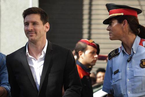 Trốn thuế, Messi đối mặt với 22 tháng tù giam - 1