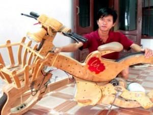 Bạn trẻ - Cuộc sống - Chàng trai 9x chế xe đạp điện không săm từ ván ép, đồ cũ