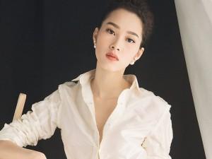 Hoa hậu Đặng Thu Thảo gợi cảm vẫn sang trọng