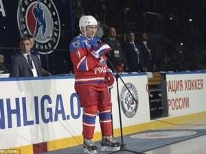 TT Putin chơi hockey mừng sinh nhật tuổi 63