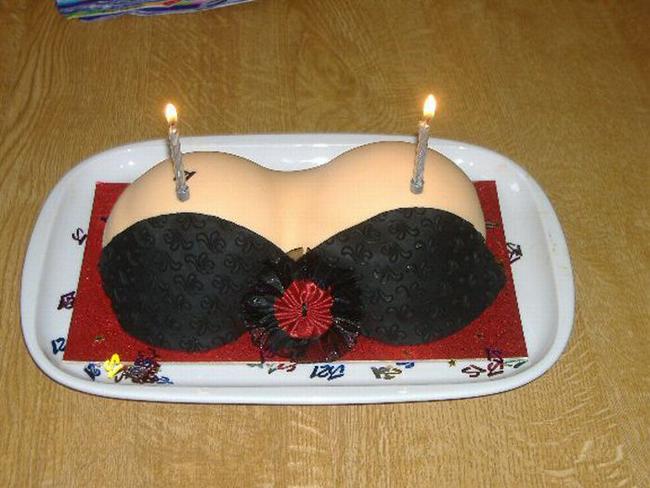Chiếc bánh sinh nhật siêu độc.
