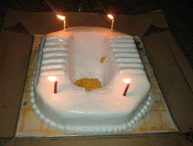 Nhìn thấy cái bánh này còn ai dám ăn.