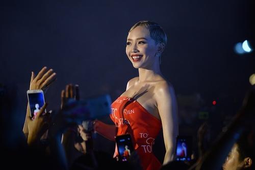 """Tóc Tiên khoe body """"bà hoàng"""" trong đêm Hà thành - 5"""