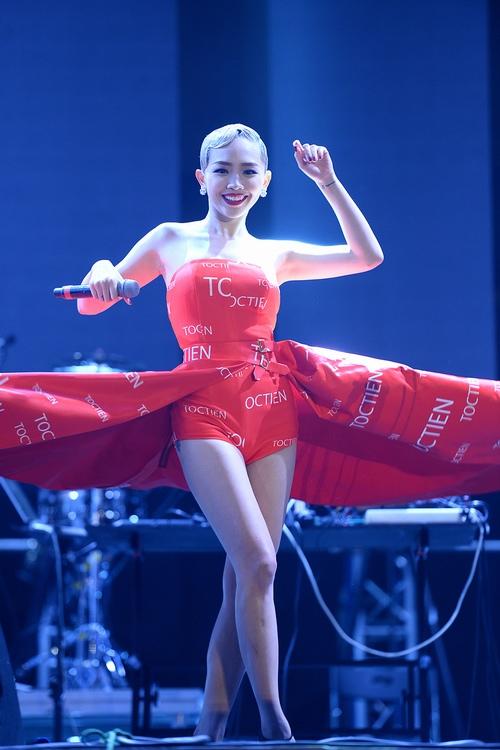 """Tóc Tiên khoe body """"bà hoàng"""" trong đêm Hà thành - 7"""